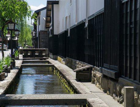 岐阜県飛騨古川・鯉泳ぐ古い町並みと君の名は。