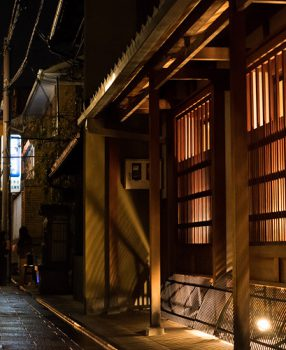 漏れ出す光は生活の光。今年で14回目となる京都上京区の都ライトに行ってきた