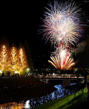 奈良・王寺ミルキーウェイで流れるLEDライトと打ち上げ花火を撮るハウツー。