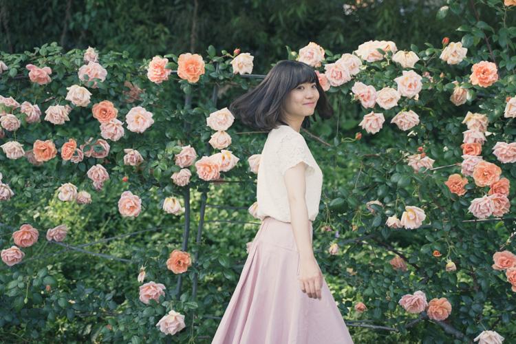 明るい初夏の日差しの君は薔薇より美しい / 靱公園ポートレート