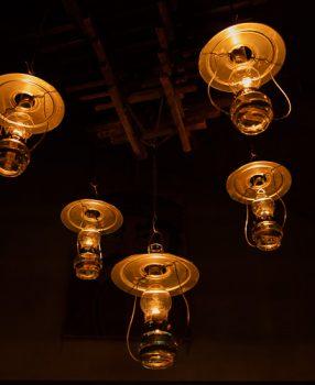 ランプだけで過ごす青森県の「ランプの宿・青荷温泉」。非日常に心癒される静かで幻想的な素敵な夜でした。